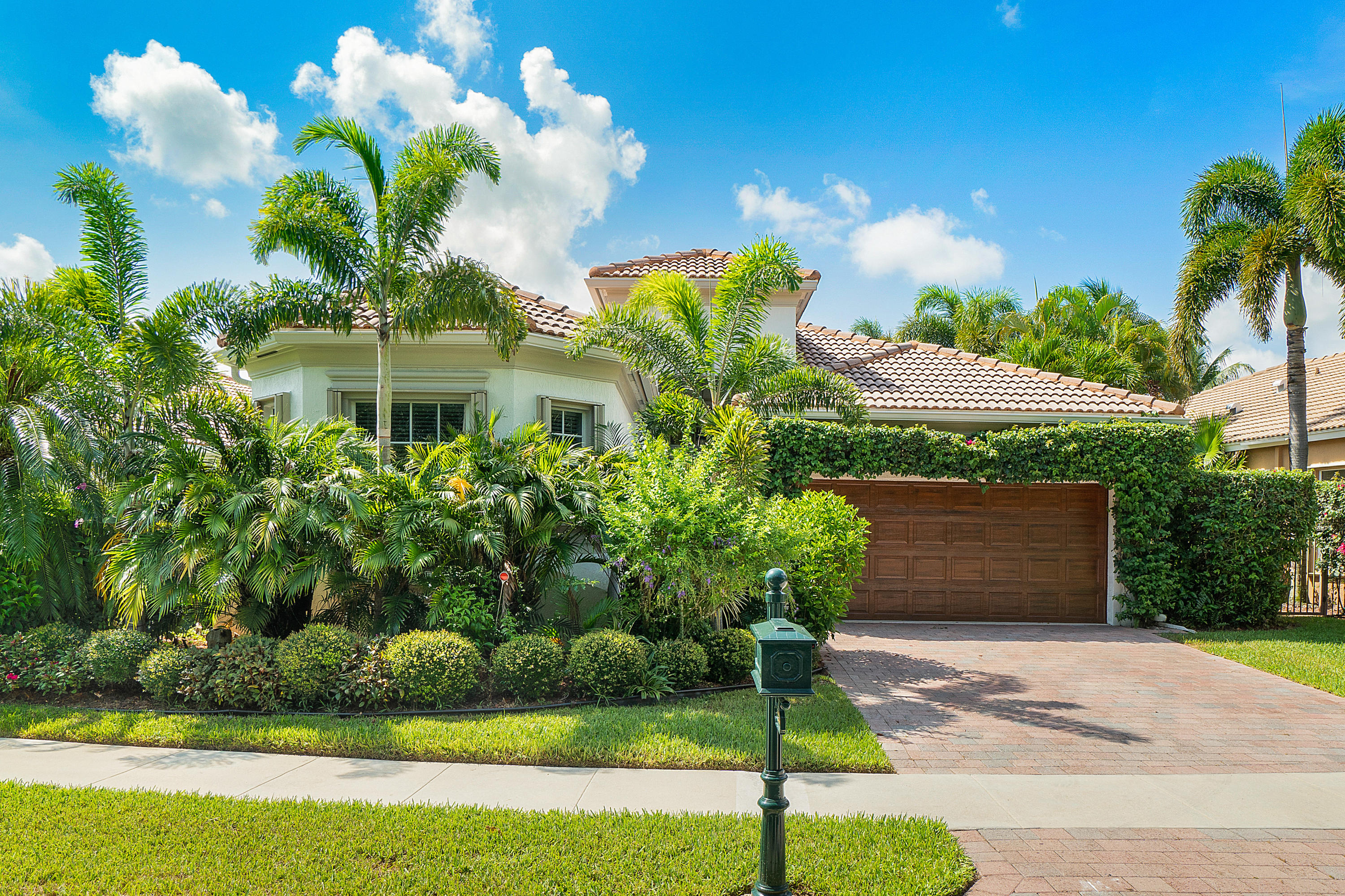 5594 Via De La Plata Circle  Delray Beach, FL 33484