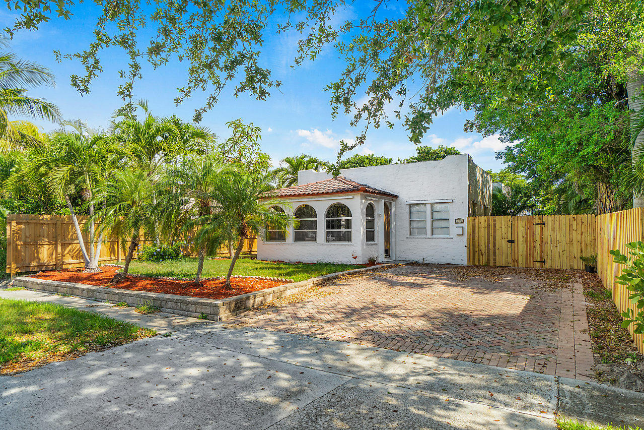 733 Colonial Road West Palm Beach, FL 33405