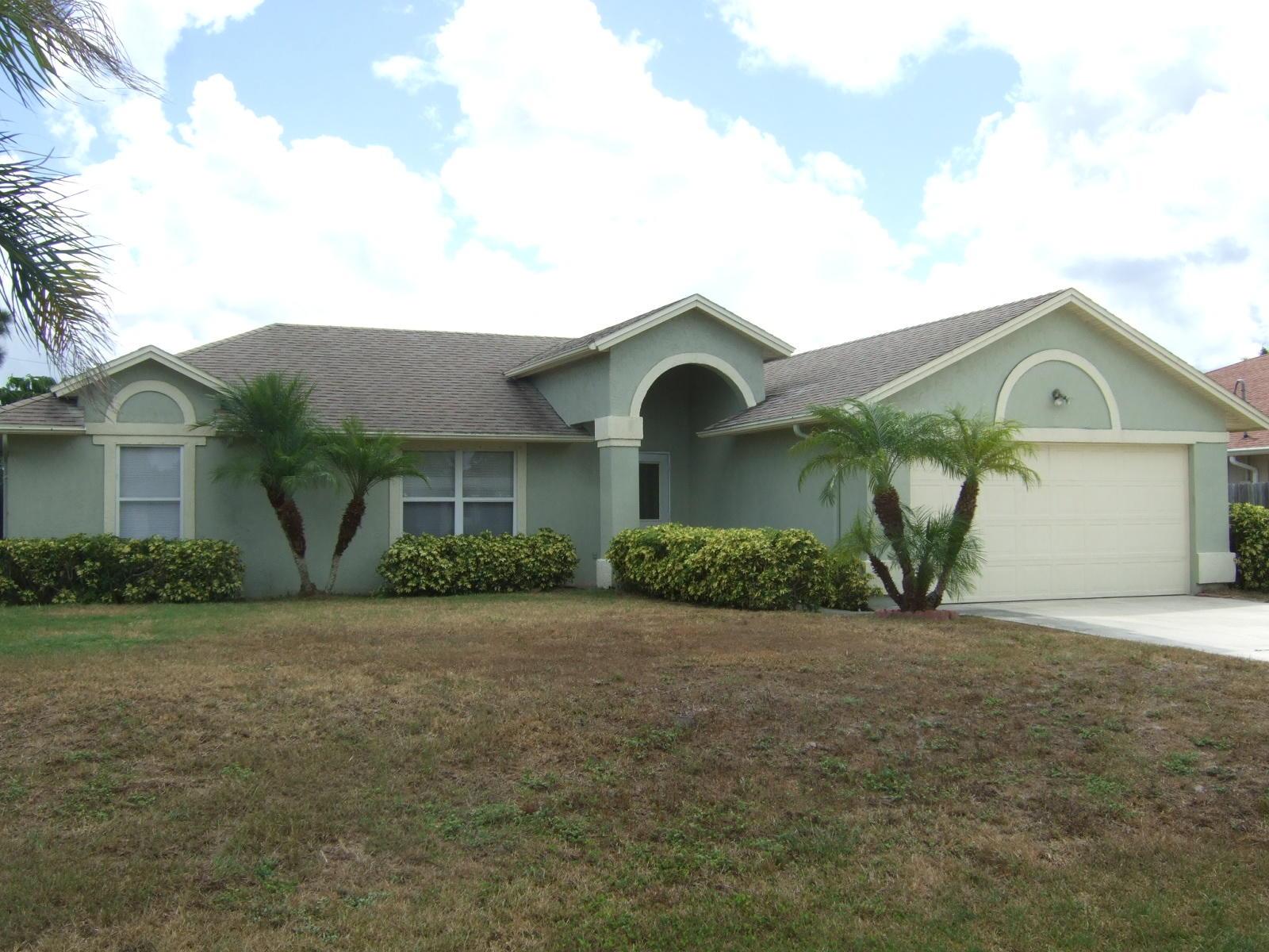 940 SW Abingdon Avenue, Port Saint Lucie, Florida
