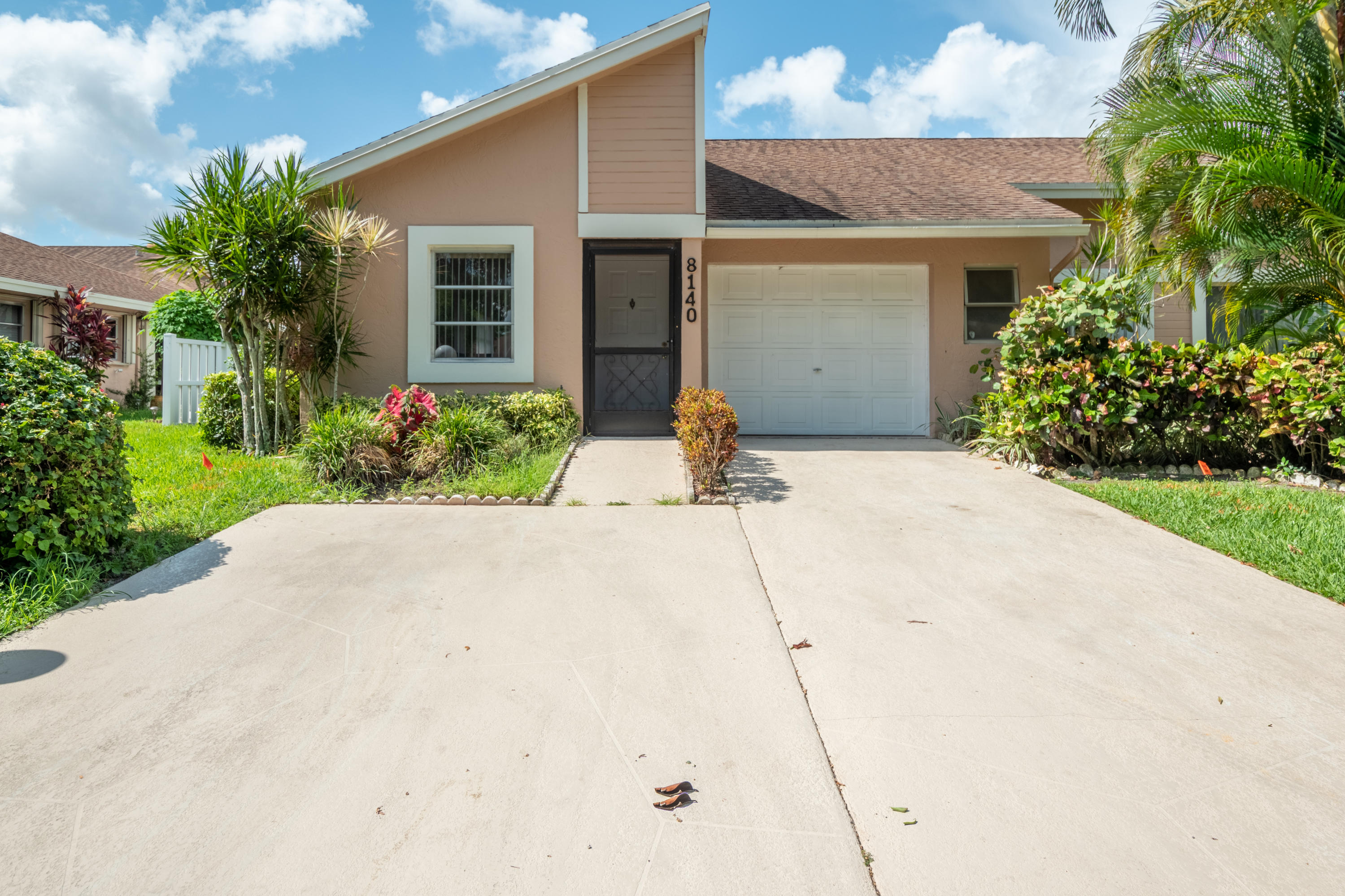 Photo of home for sale at 8140 Sweetbriar Way, Boca Raton FL