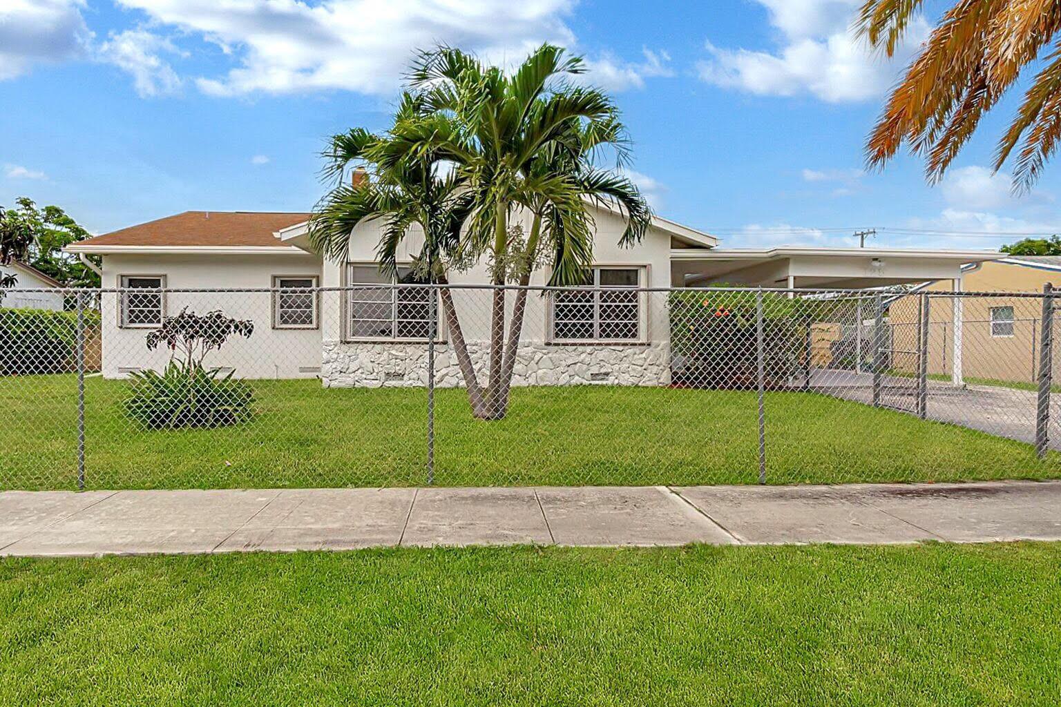 125 SW 9th Street  Delray Beach, FL 33444