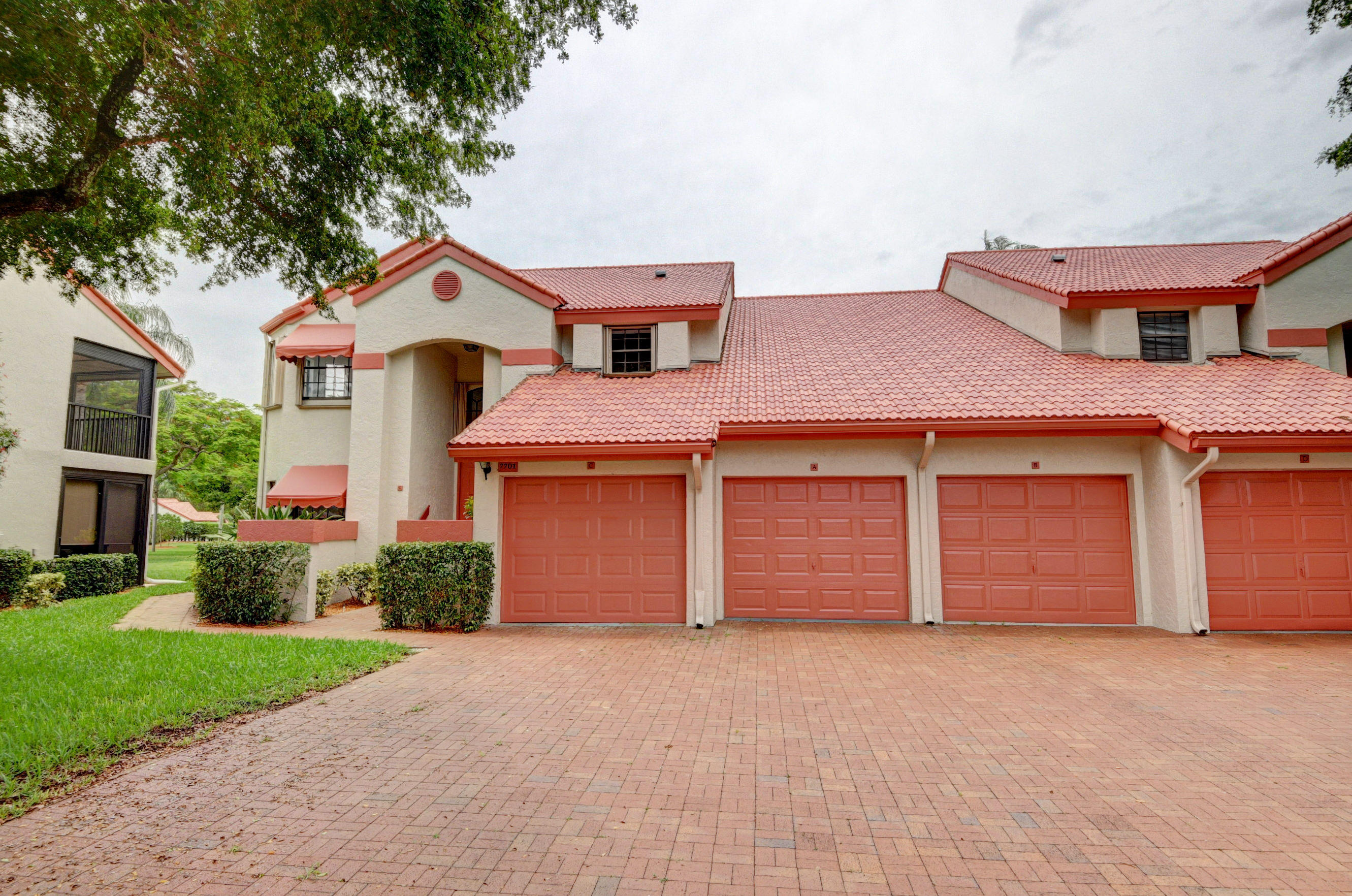 Photo of home for sale at 7701 Lexington Club Boulevard, Delray Beach FL