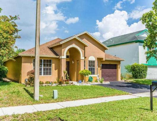 Photo of home for sale in Pembroke Pines FL
