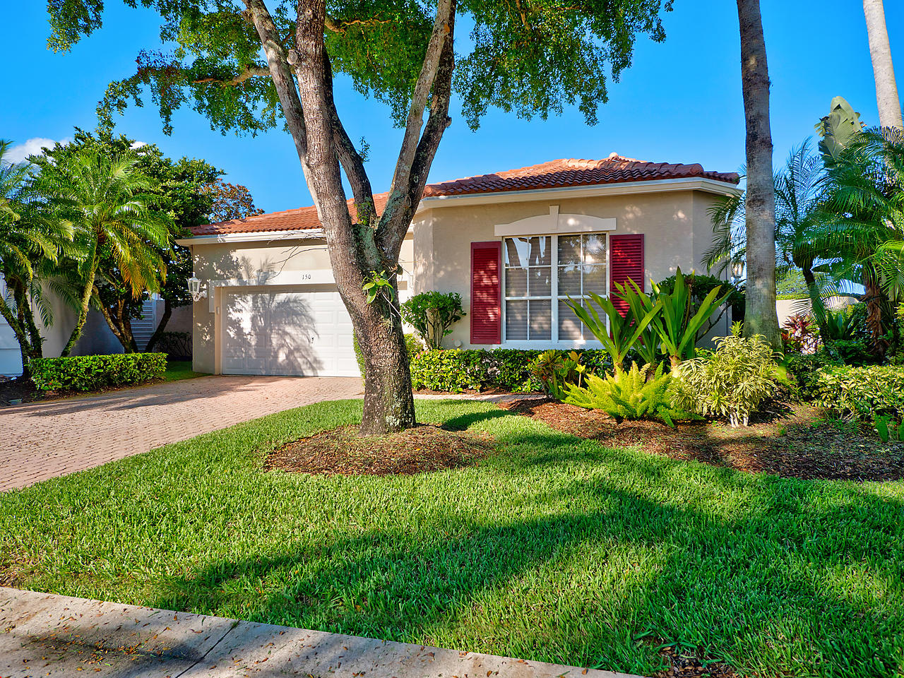 Photo of home for sale at 150 Sunset Bay Drive, Palm Beach Gardens FL