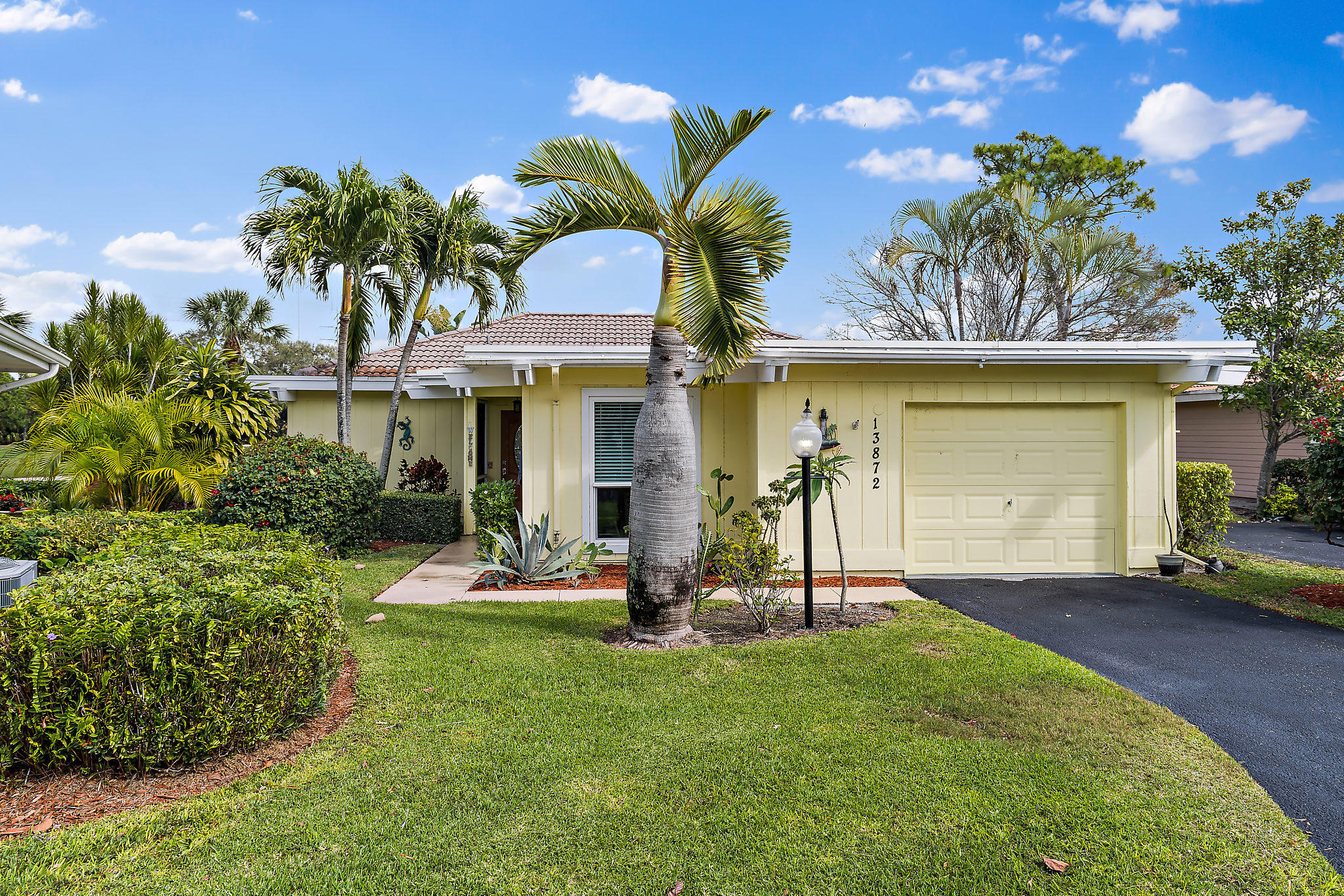 Photo of home for sale at 13872 Whispering Lakes Lane, Palm Beach Gardens FL