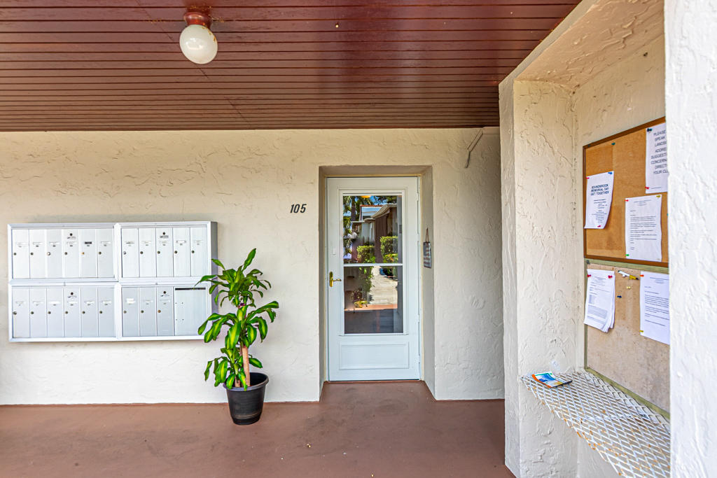 Photo of home for sale at 2580 Boundbrook Boulevard, Palm Springs FL