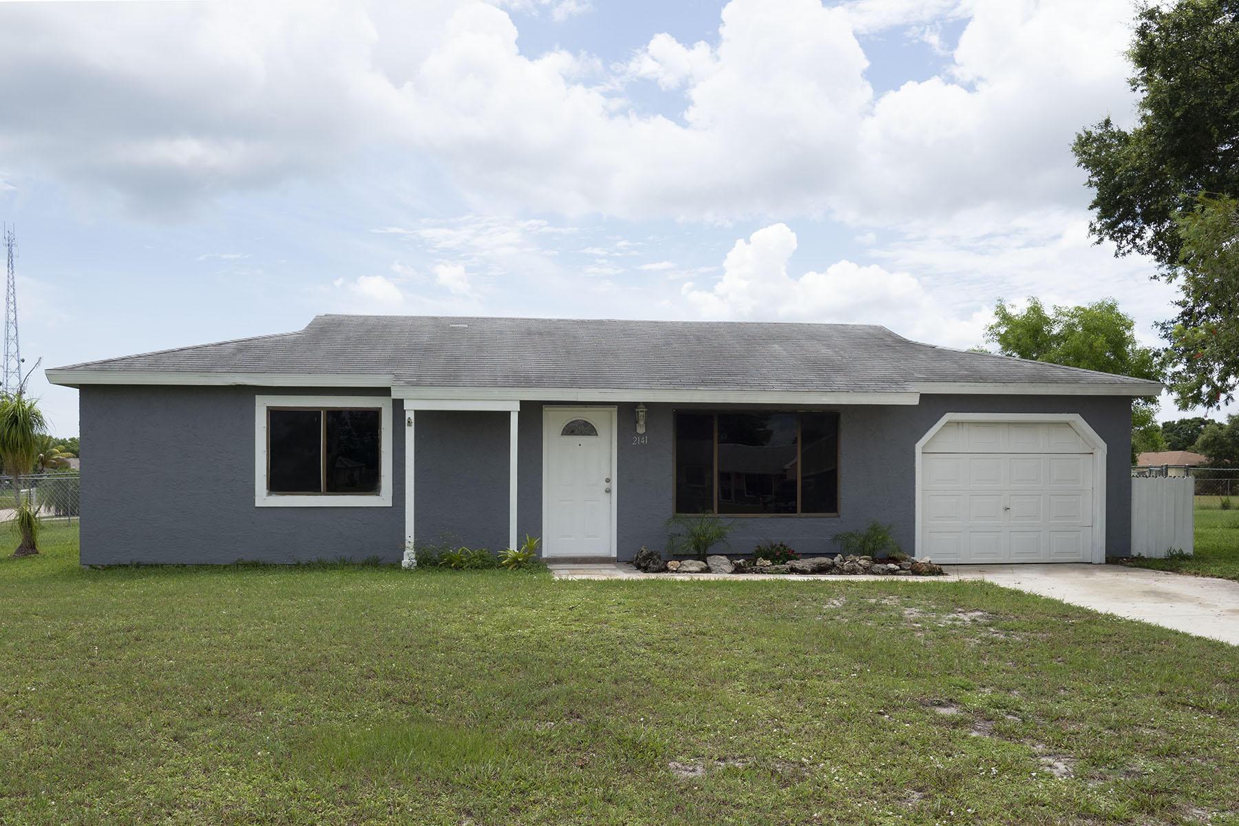 Photo of home for sale at 2141 East Dunbrooke Circle SE, Port Saint Lucie FL