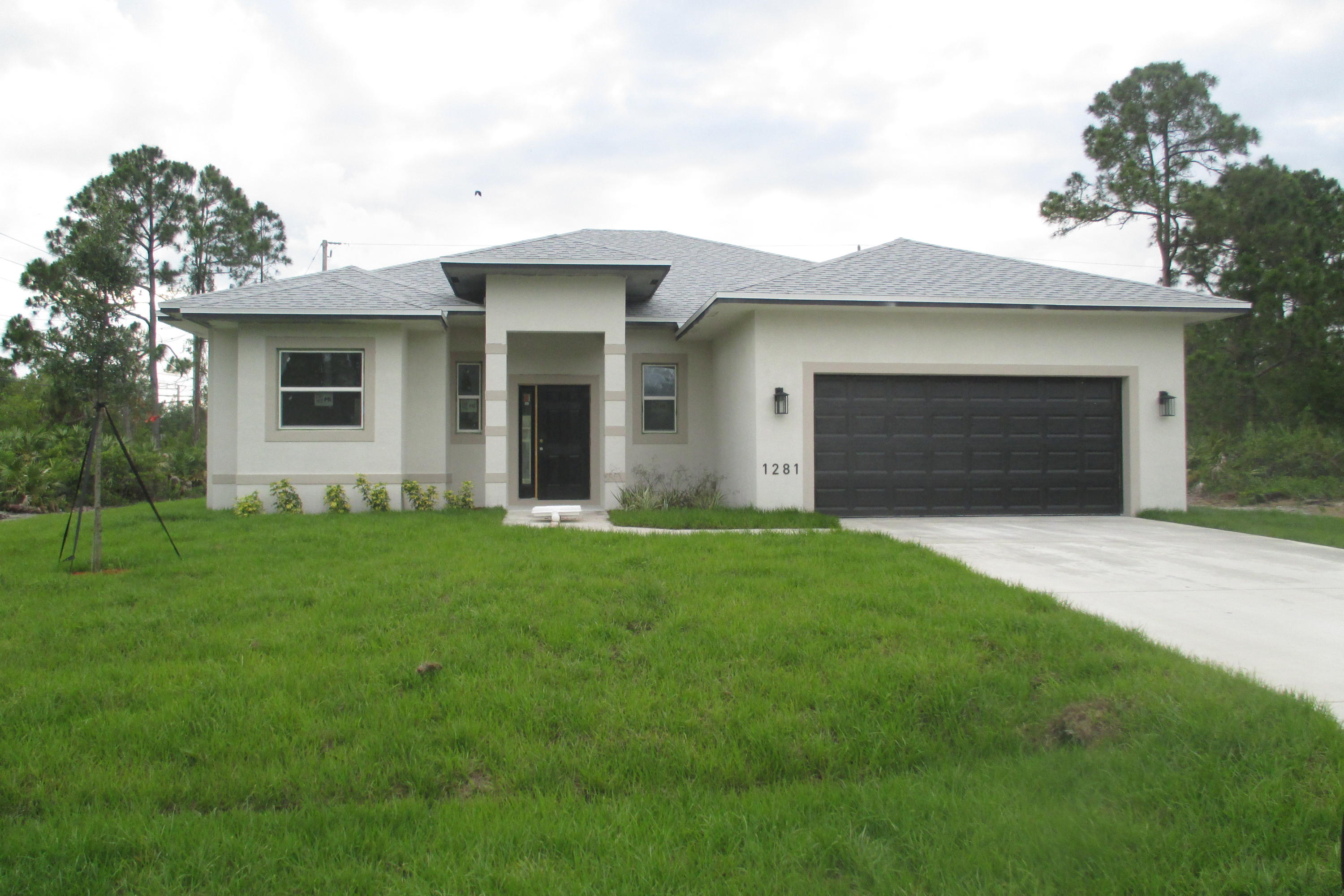 Photo of home for sale at 1281 Abisco Road SW, Port Saint Lucie FL