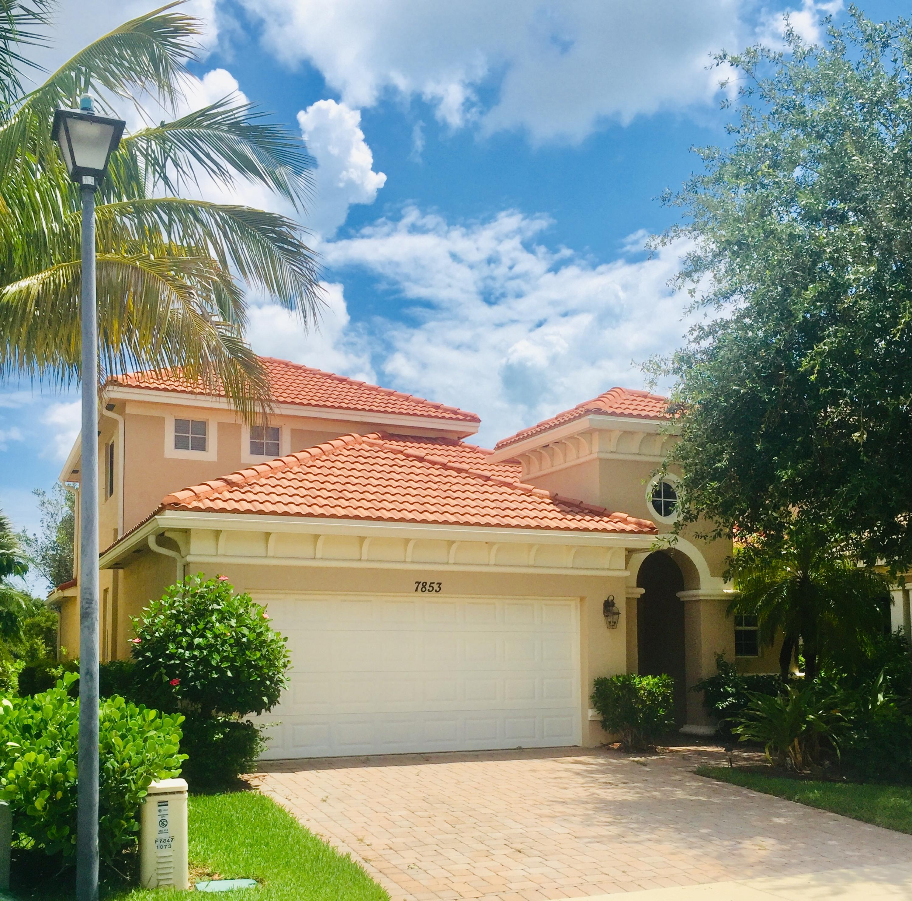Photo of home for sale at 7853 Heritage Boulevard SE, Hobe Sound FL