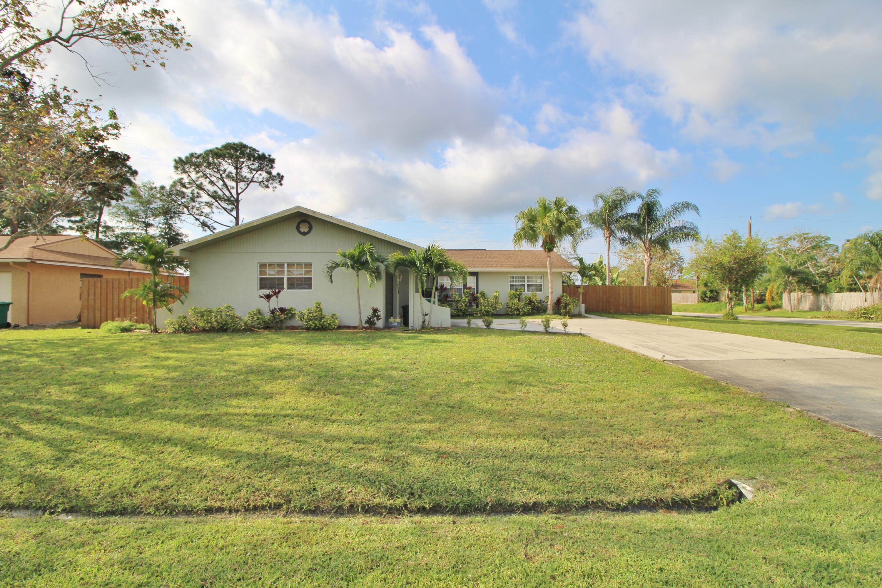 Photo of home for sale at 802 Evergreen Terrace SE, Port Saint Lucie FL