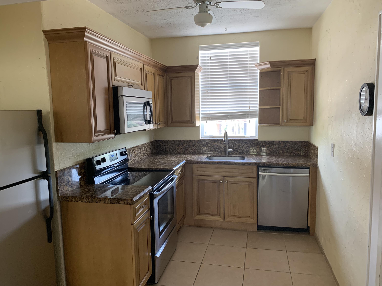 Photo of home for sale at 142 7th Avenue NE, Delray Beach FL