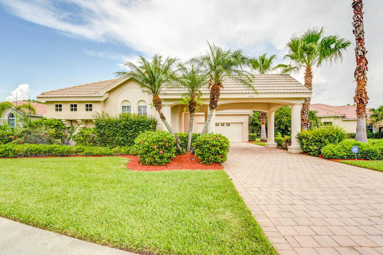 592 SW Lake Charles Circle, Port Saint Lucie, Florida