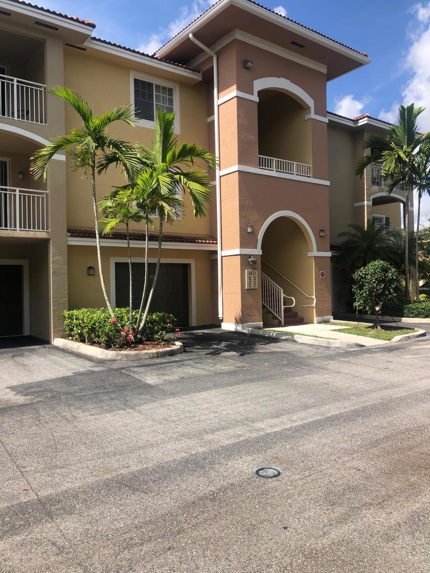 6521 Emerald Dunes Drive 306 West Palm Beach, FL 33411