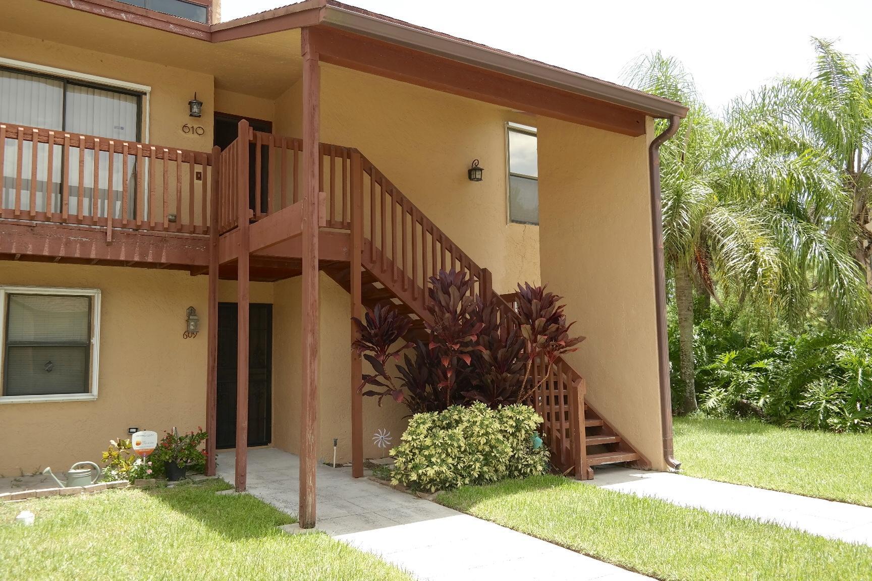 609 Lakeview Drive Royal Palm Beach, FL 33411