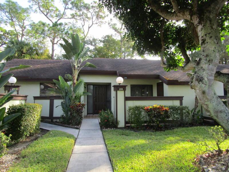 299 Cactus Hill Court Royal Palm Beach, FL 33411