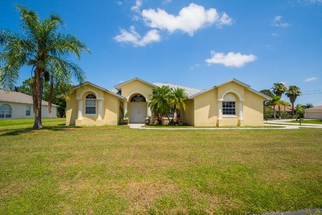 5862 NW Cullom Circle, Port Saint Lucie, Florida