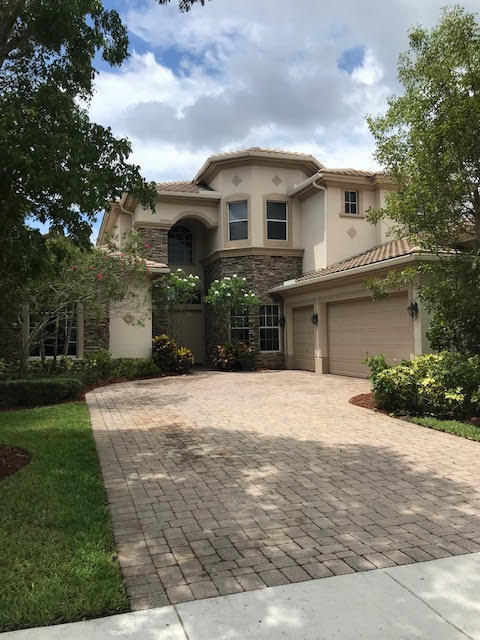 8752 Wellington View Drive West Palm Beach, FL 33411