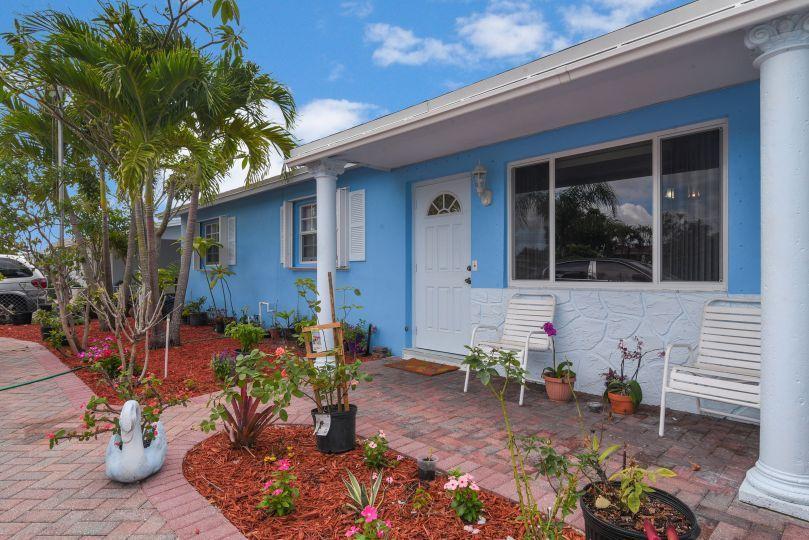 2880 Dolphin Circle West Palm Beach, FL 33406