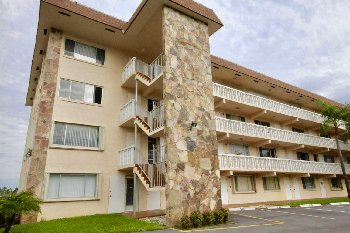 300 Village Green Circle, Palm Springs, Florida 33461, 1 Bedroom Bedrooms, ,1.1 BathroomsBathrooms,Condo/coop,For sale,Village Green,RX-10540364