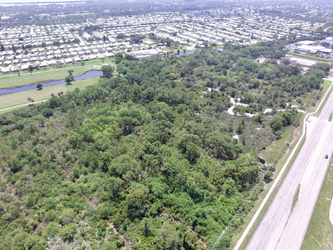 8301 SE Federal Highway - Hobe Sound, Florida