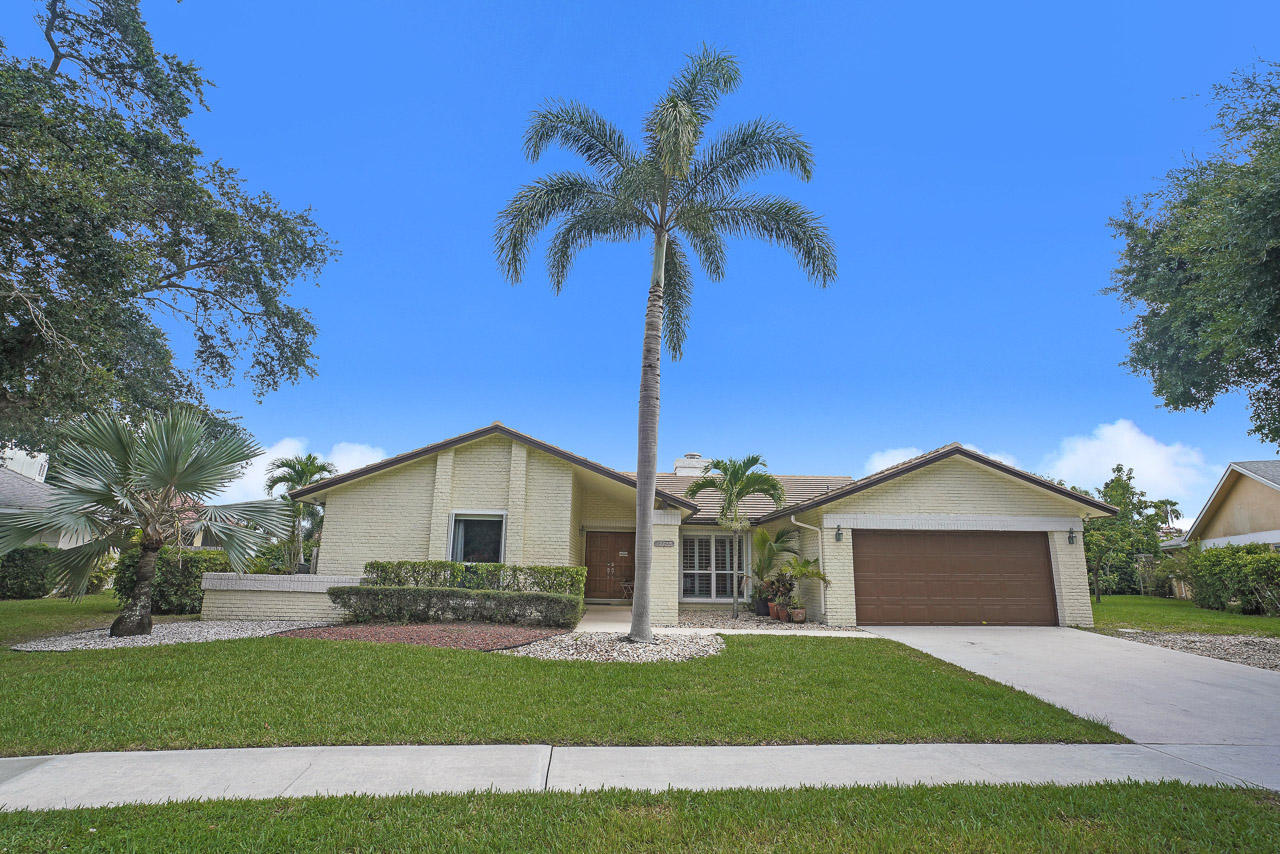 Home for sale in Greenview Shores 2 Wellington Florida