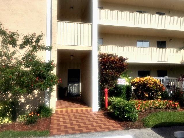 7192 Huntington Lane 101  Delray Beach, FL 33446