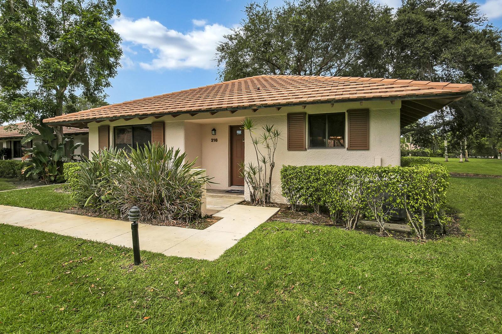 216 Club Drive 216, Palm Beach Gardens, Florida 33418, 2 Bedrooms Bedrooms, ,2 BathroomsBathrooms,F,Villa,Club,RX-10541312