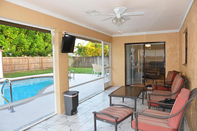 261 Las Palmas Street Royal Palm Beach, FL 33411 photo 2
