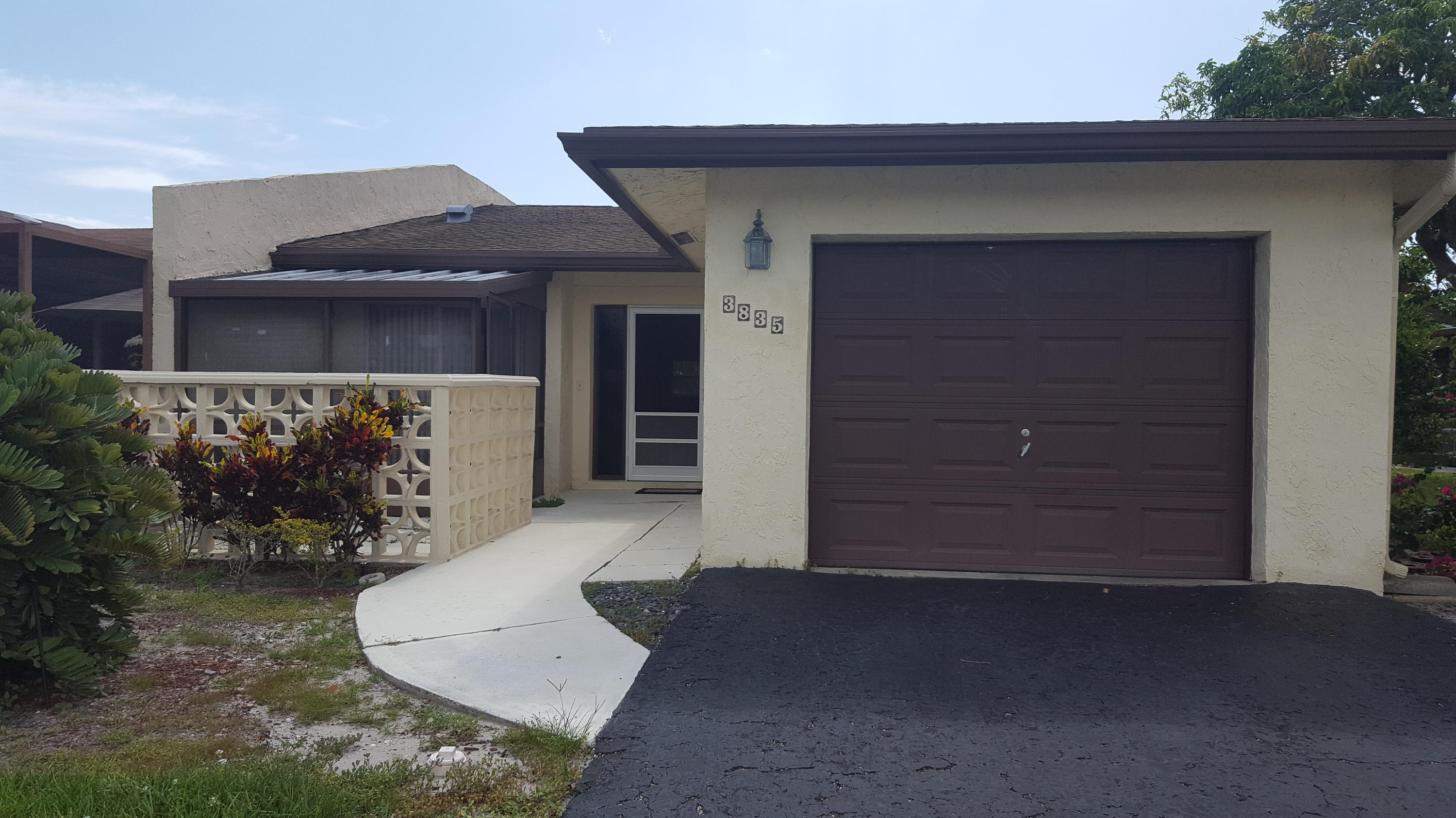 Home for sale in MEED RACQUET CLUB 3 Lake Worth Florida