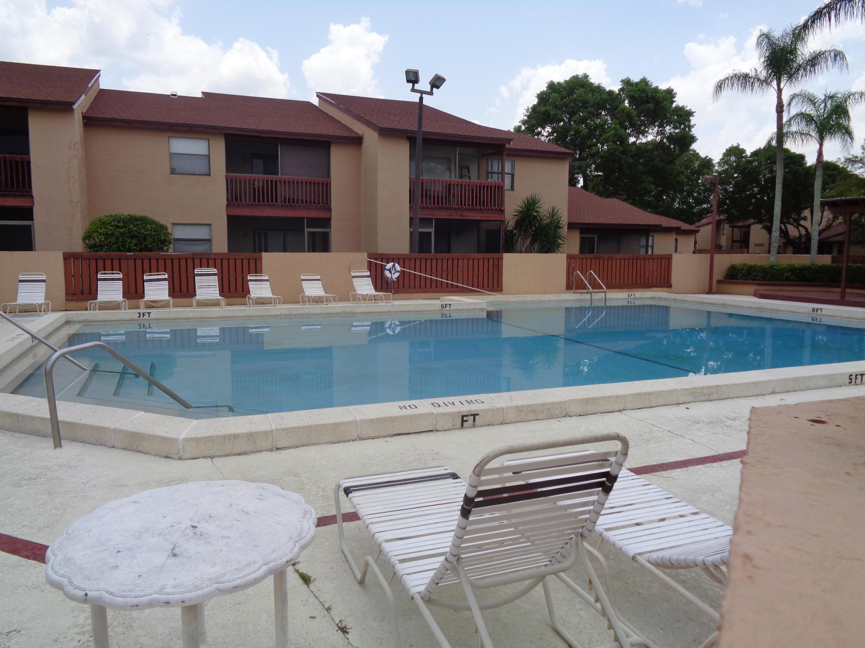 902 Lakeview Circle Royal Palm Beach, FL 33411