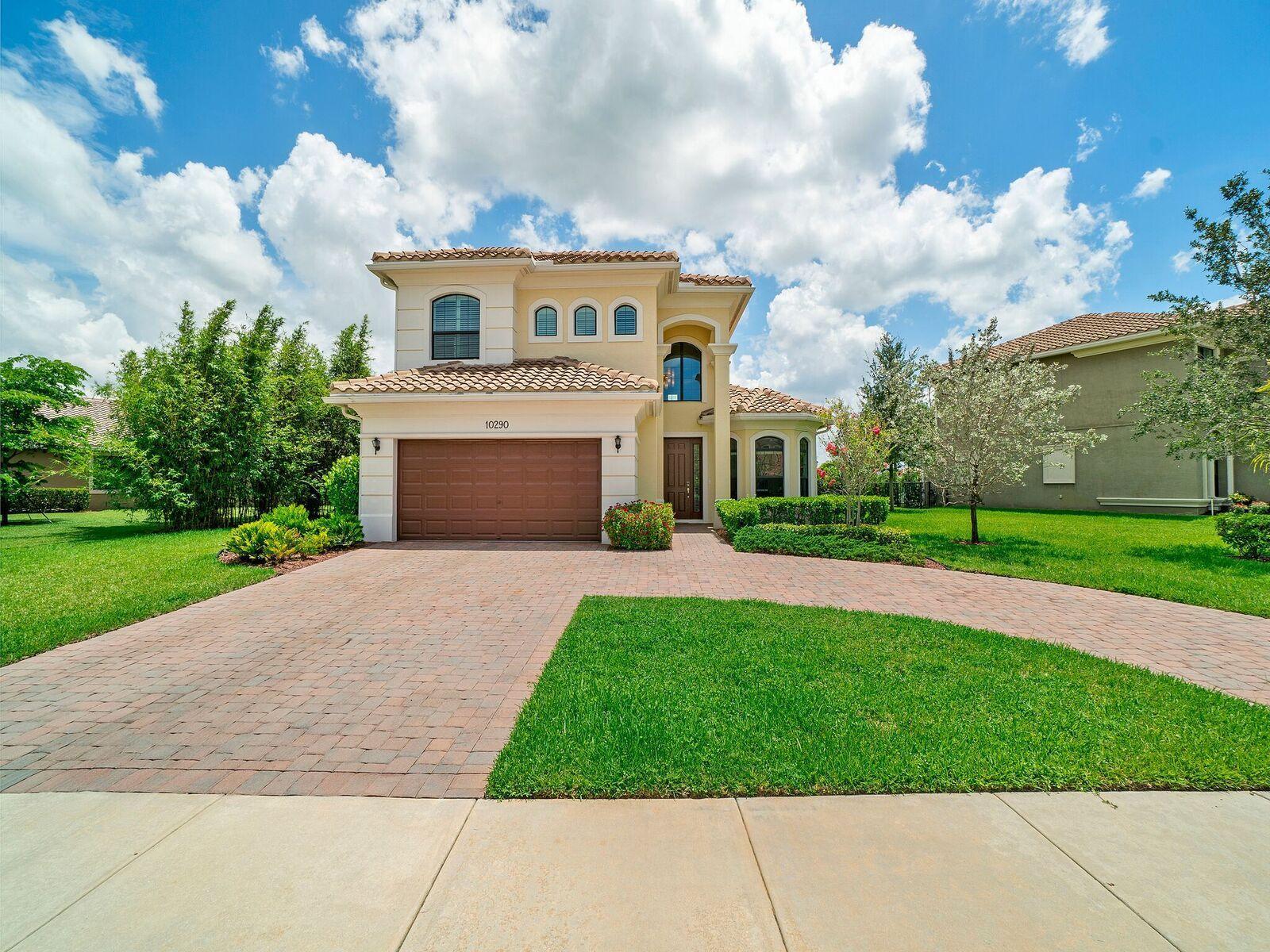 Home for sale in Parkland Golf & Cc Parkland Florida