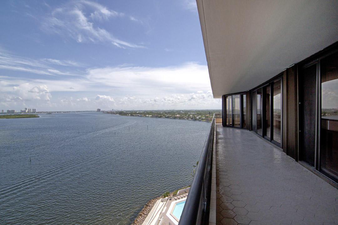 LAKE POINT TOWER NORTH PALM BEACH