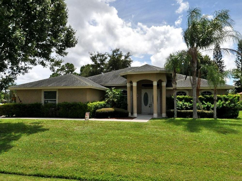 1198 SE Petunia Avenue, Port Saint Lucie, Florida