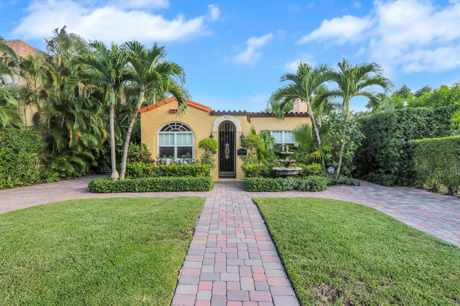 812 Park Place West Palm Beach, FL 33401 photo 2