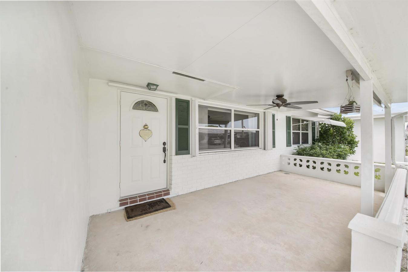 812 SW 18th Court Boynton Beach, FL 33426 photo 2