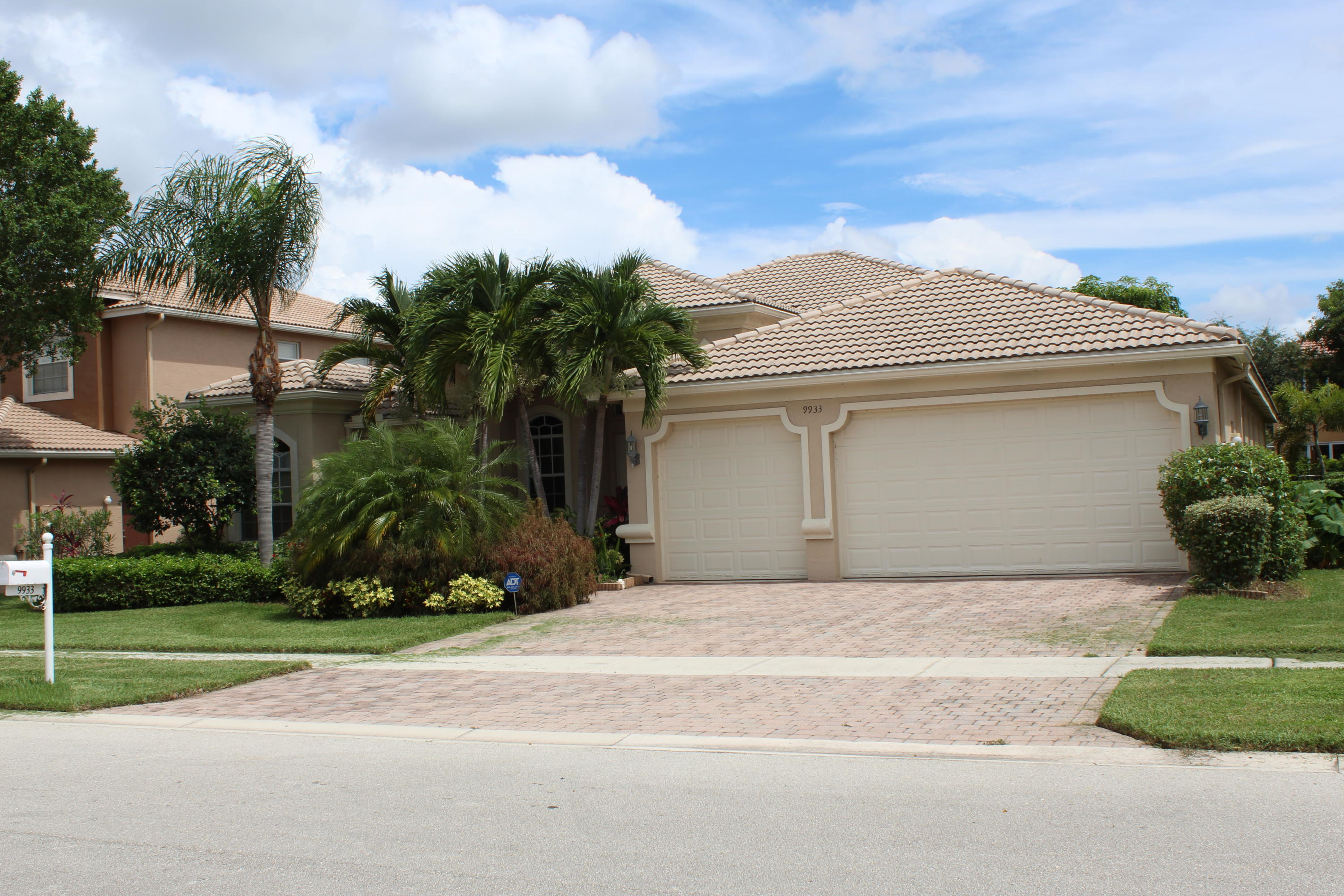 9933 Via Bernini Lake Worth, FL 33467