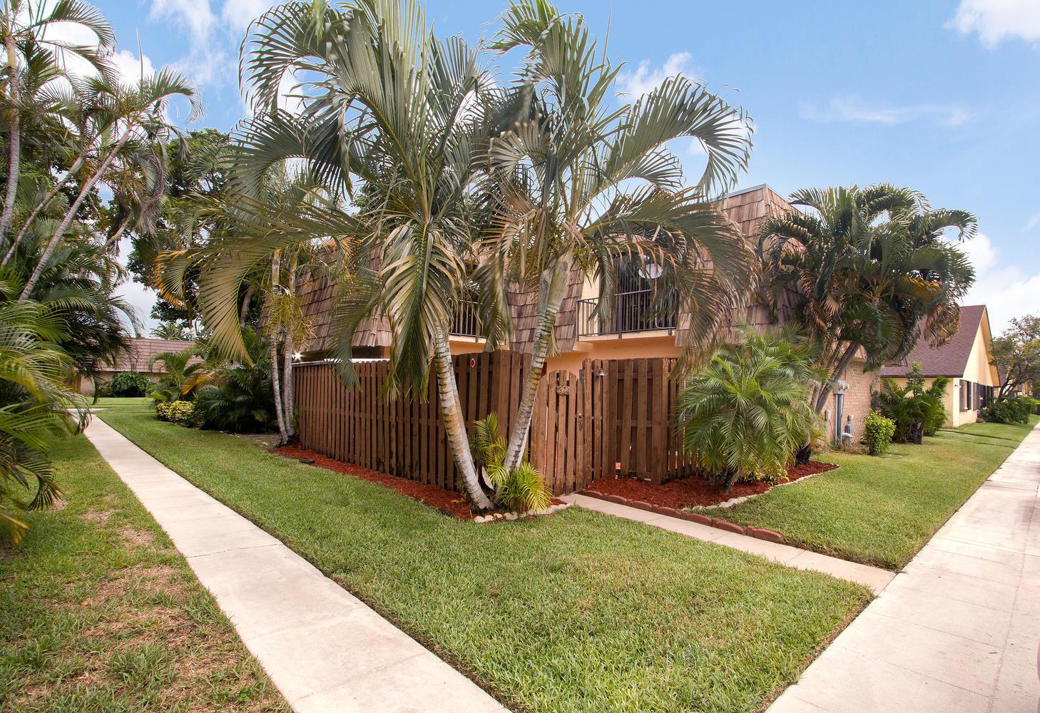 524 Springdale Circle - Palm Springs, Florida