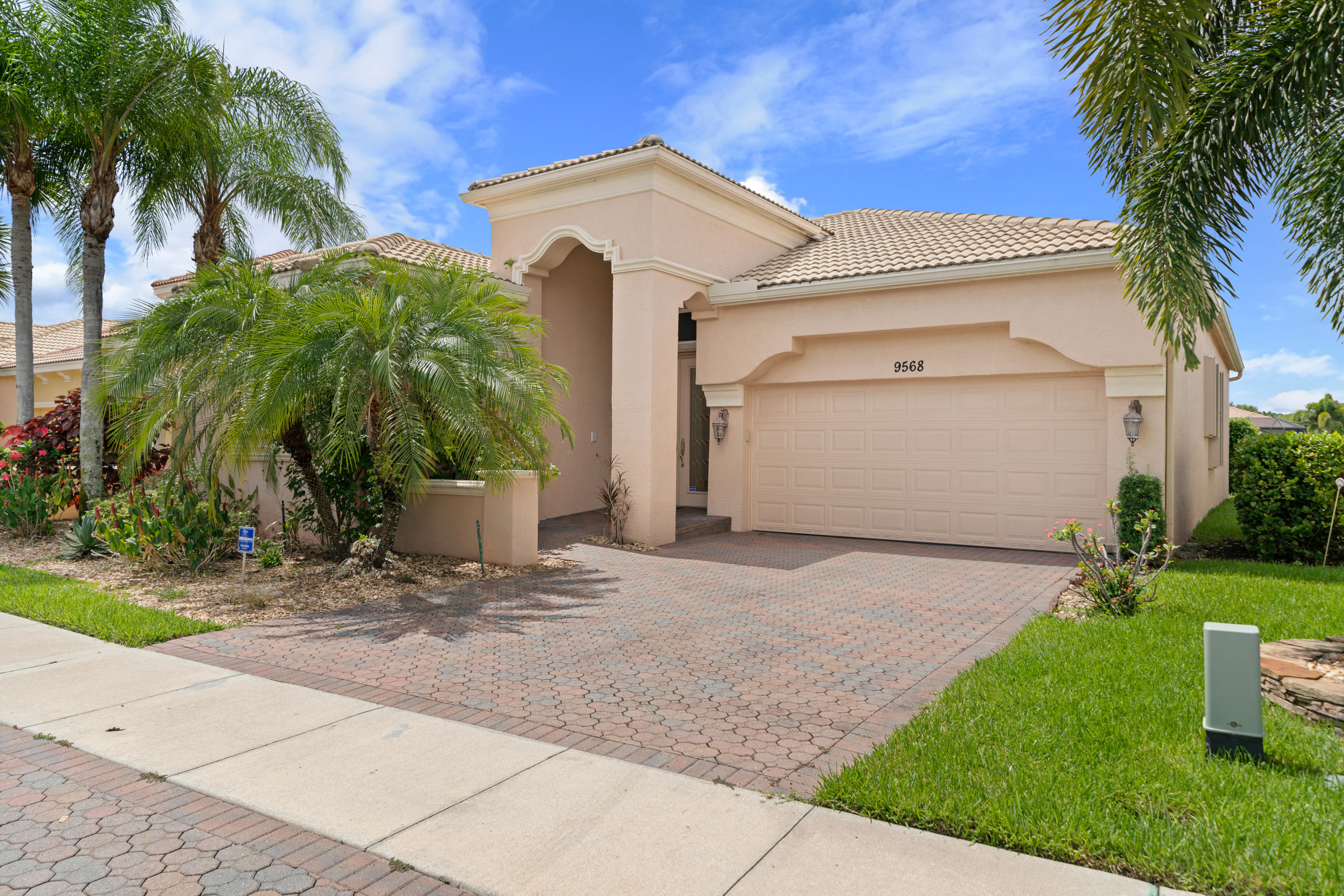 9568 Via Elegante Wellington, FL 33411