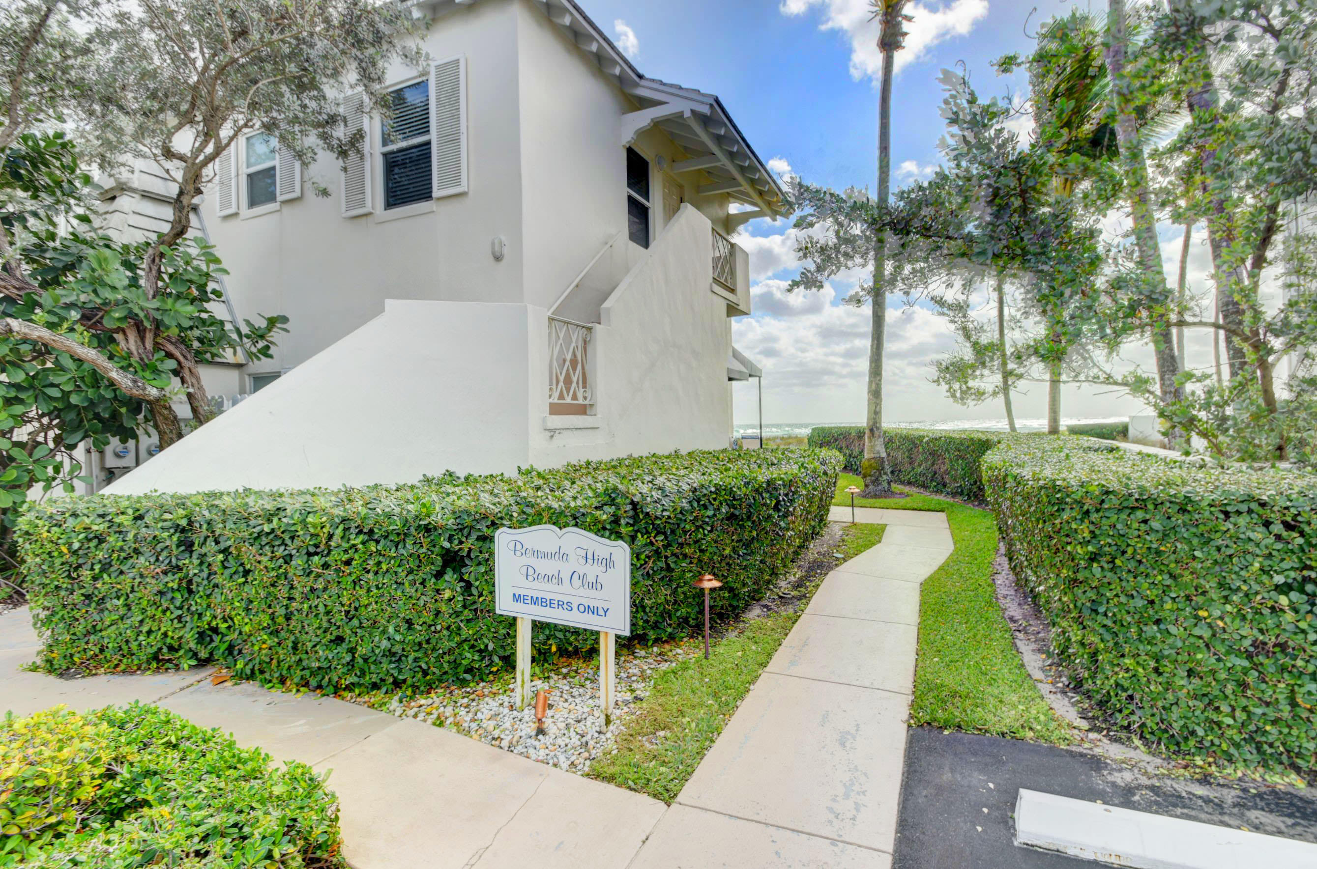 2150 Ocean Boulevard, Delray Beach, Florida 33483, 2 Bedrooms Bedrooms, ,2.1 BathroomsBathrooms,Condo/coop,For Sale,Ocean,RX-10546213