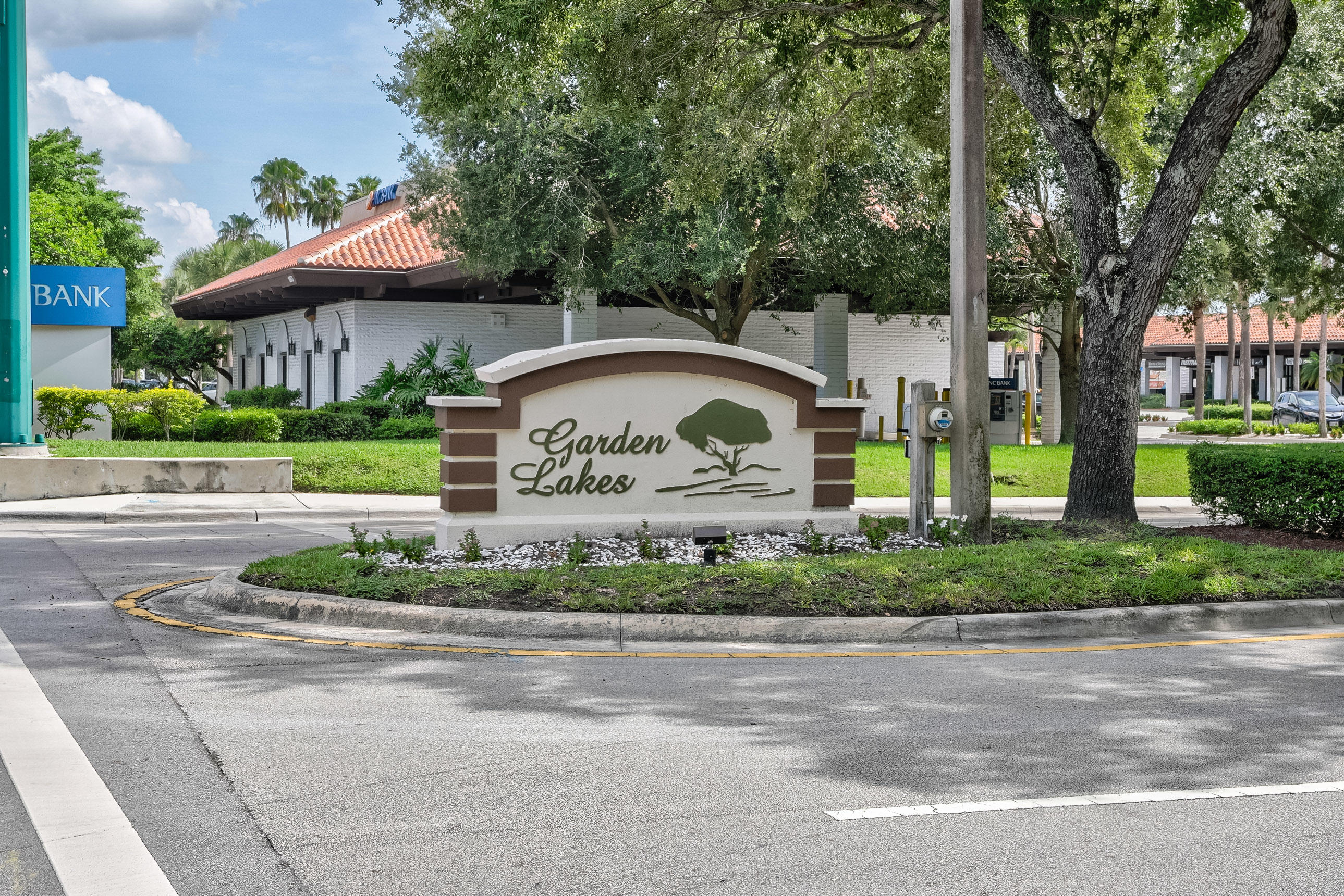 1612 16th Lane Palm Beach Gardens, FL 33418 photo 2