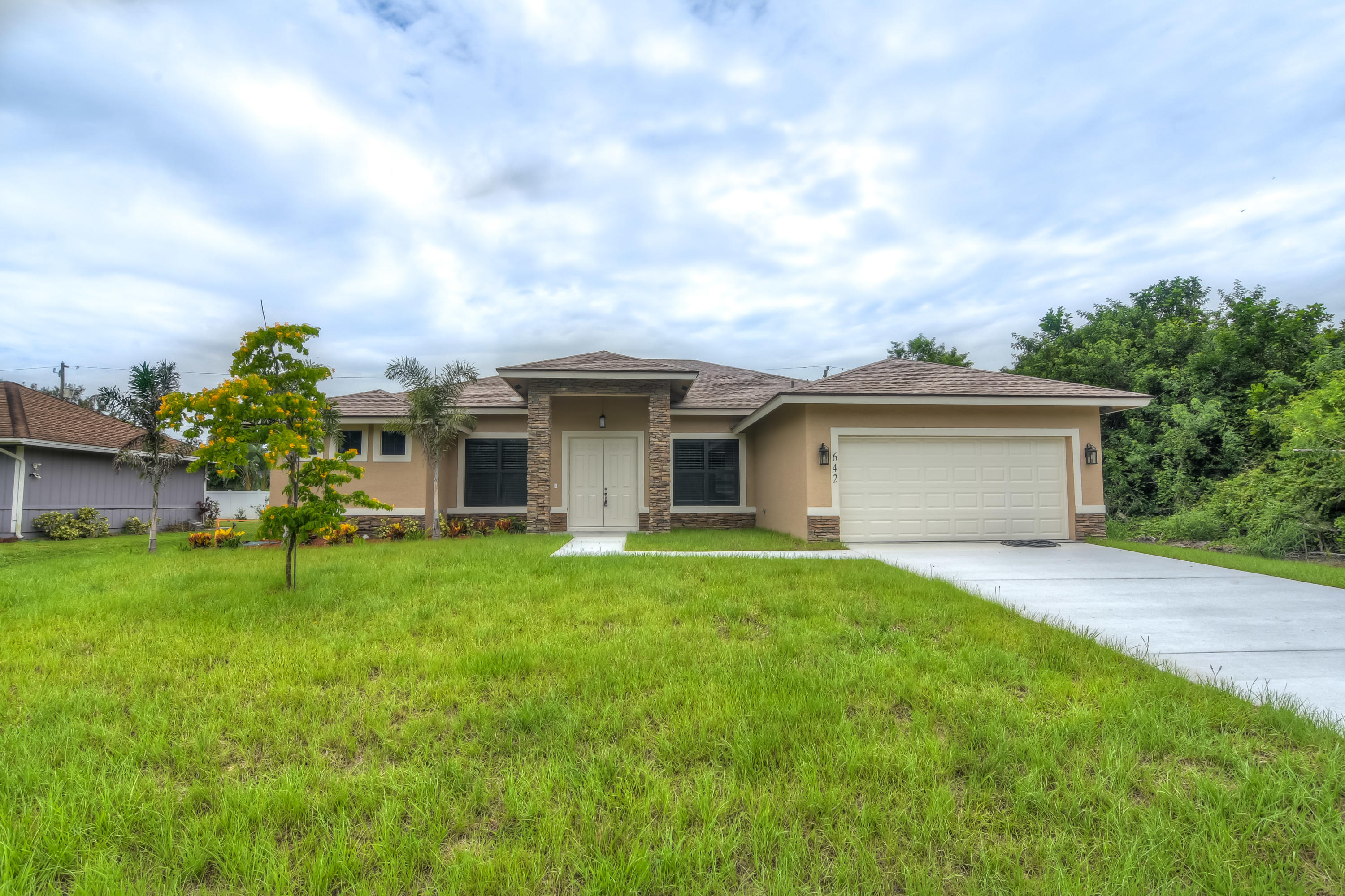 Photo of home for sale at 642 Icon Avenue SW, Port Saint Lucie FL