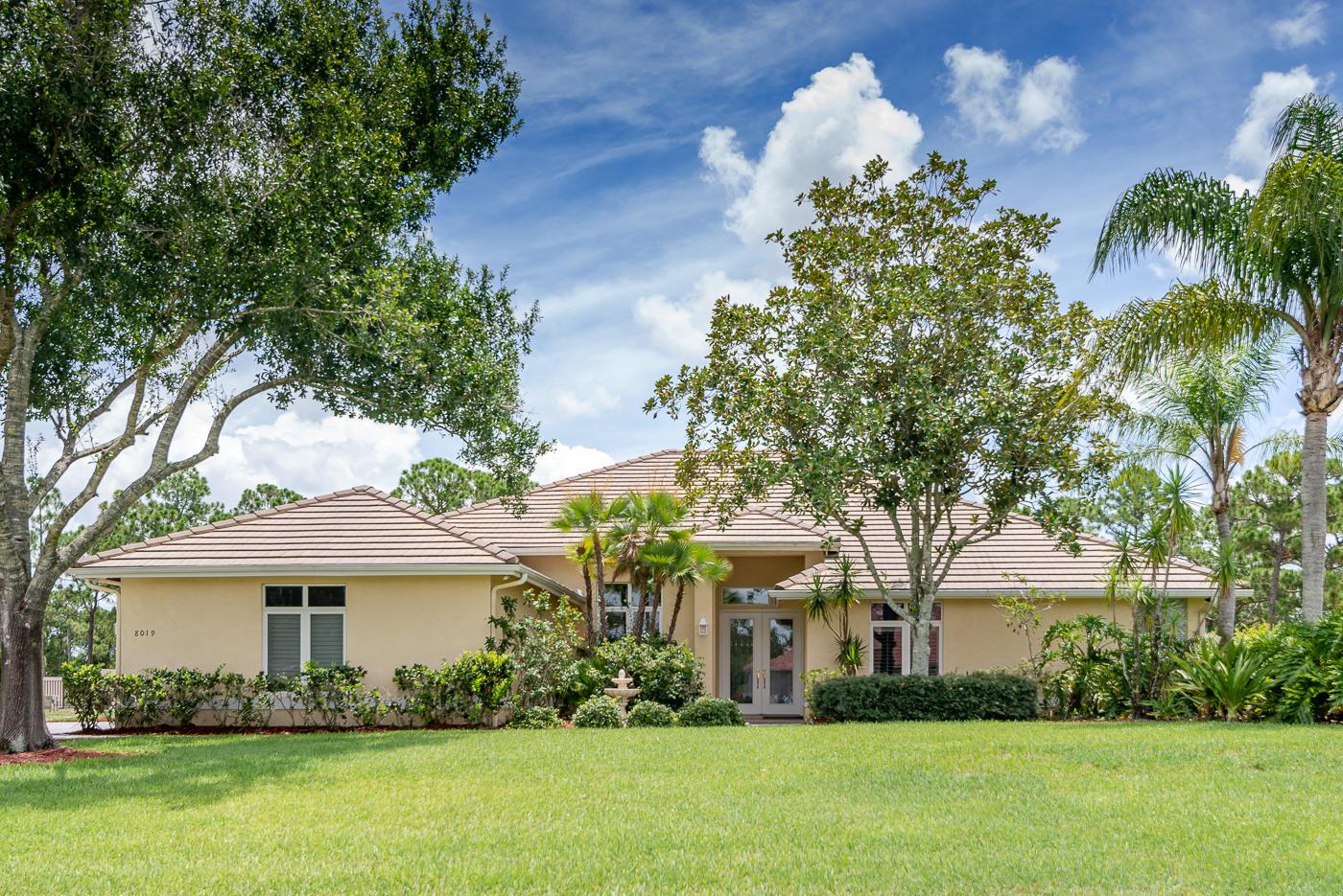 8019  Plantation Lakes Drive, Port Saint Lucie, Florida