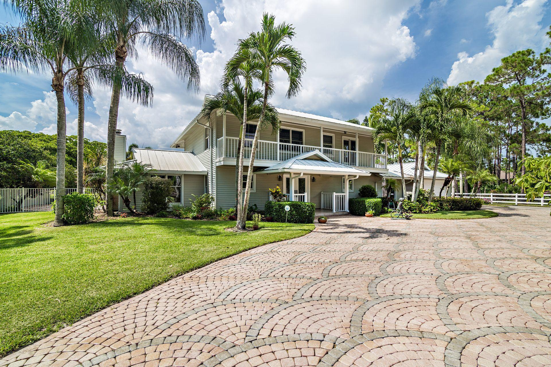 Photo of home for sale at 13395 Running Water Road, Palm Beach Gardens FL