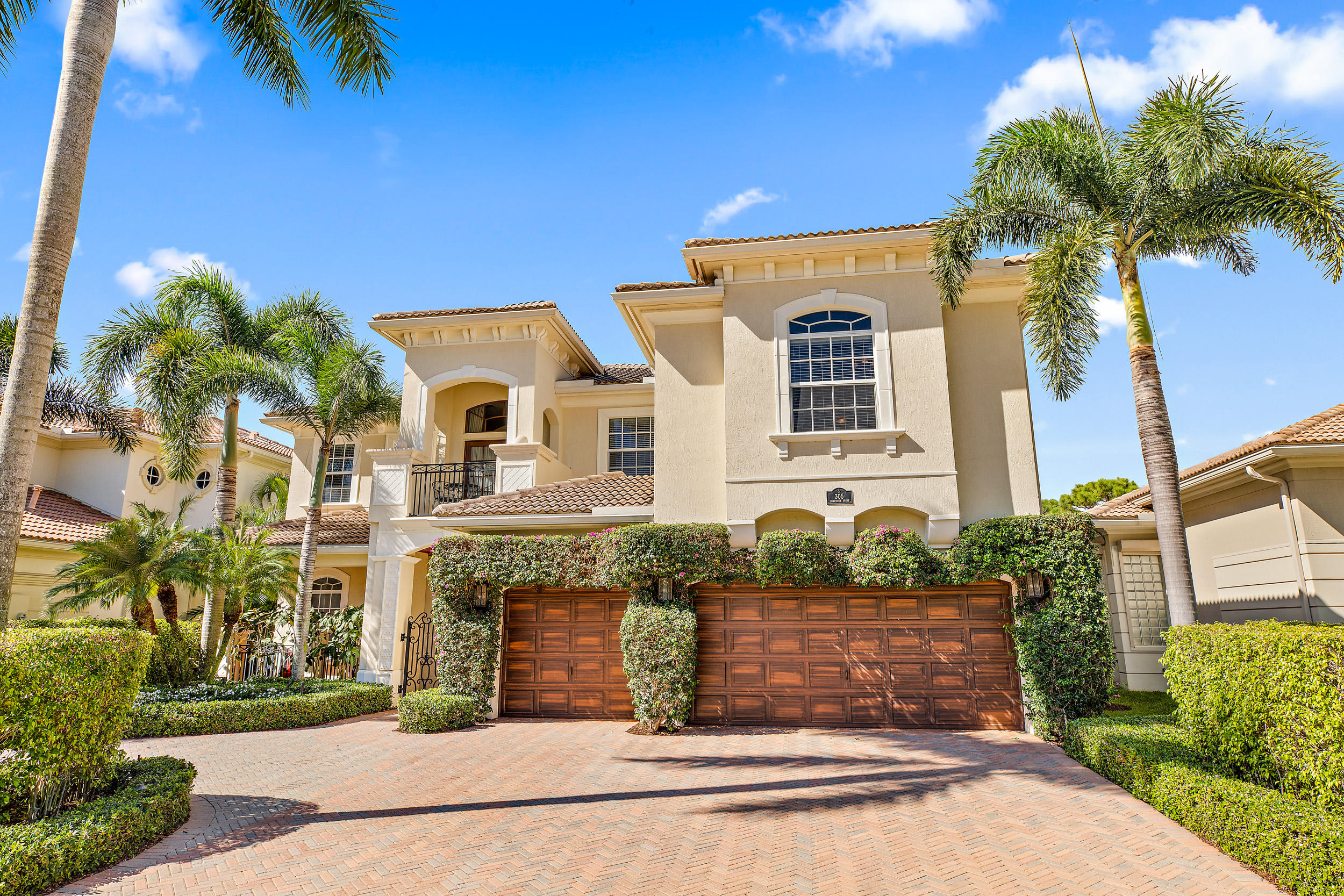 Photo of home for sale at 305 Charroux Drive, Palm Beach Gardens FL