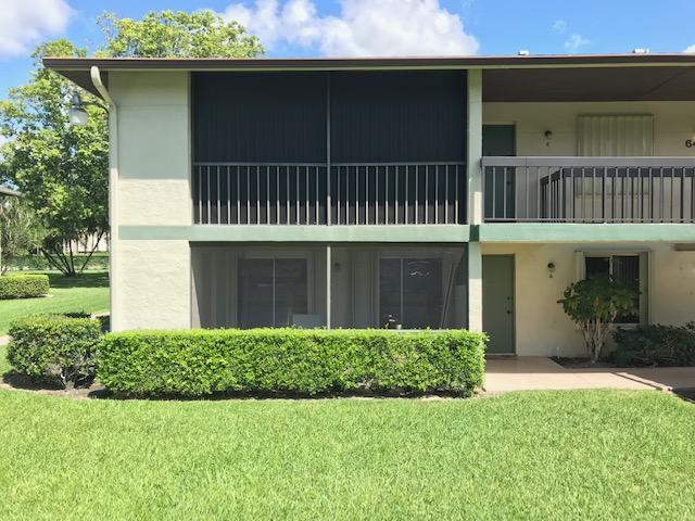 Photo of home for sale at 6426 Chasewood, Jupiter FL