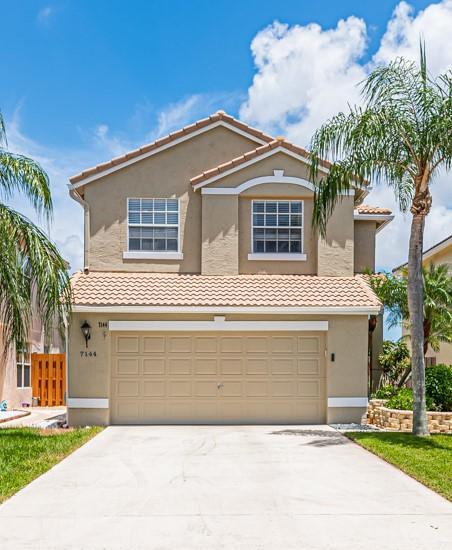 Home for sale in Lake Charleston/islands Lake Worth Florida