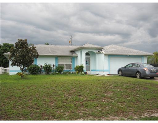 Photo of home for sale at 326 Covington Road SW, Port Saint Lucie FL