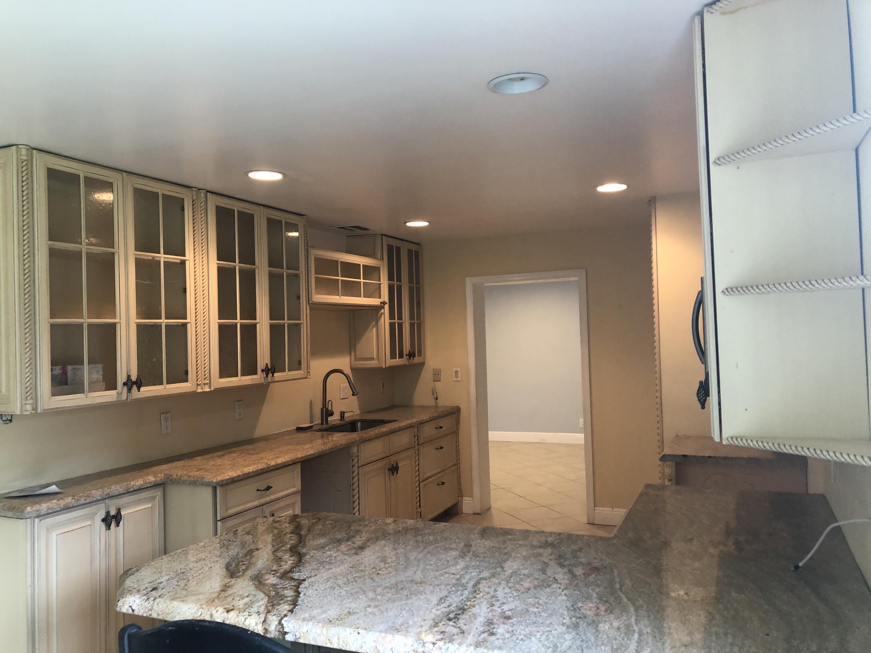 2911 NE 39th LHP - Kitchen