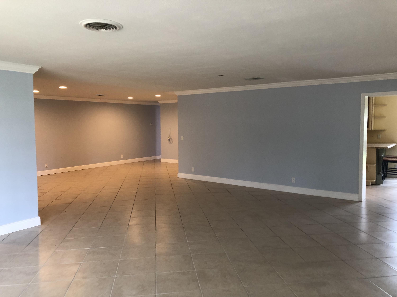 2911 NE 39th LHP - Open Floor Plan Livin