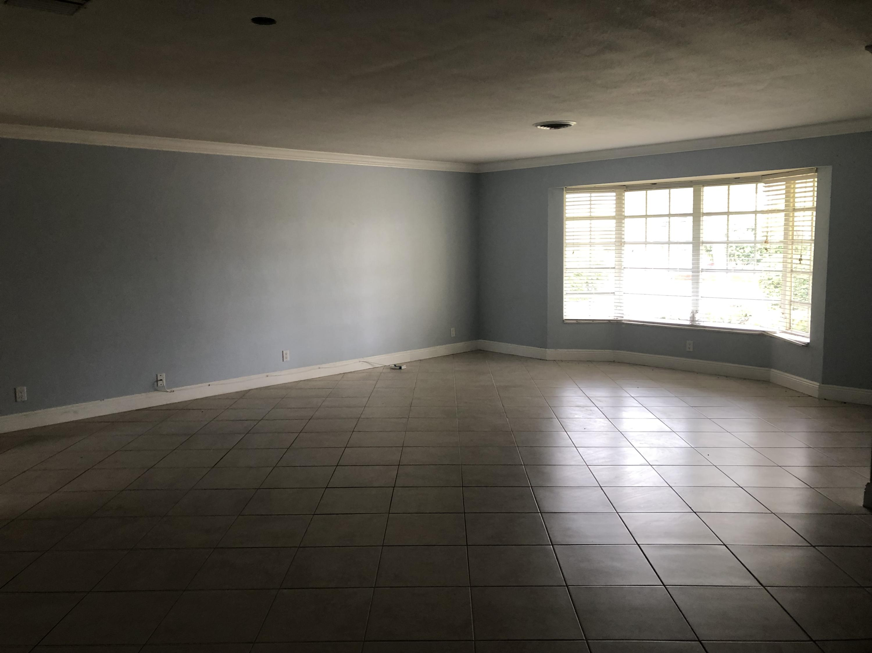 2911 NE 39th LHP - Large Open Floor Plan